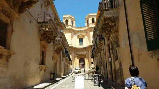 What-see-to-Noto-Church-of-Montevergine